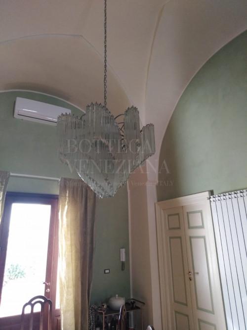Lampadario Vintage modello ADE in vetro di Murano lavorazione tradizionale alla piastra. Realizzato completamente a mano nella fornace di Bottega Veneziana. Prodotto artigianale italiano